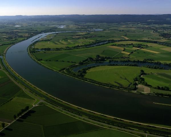 Foto von einem Luftbild der Donau bei Straubing aufgenommen aus der Luft