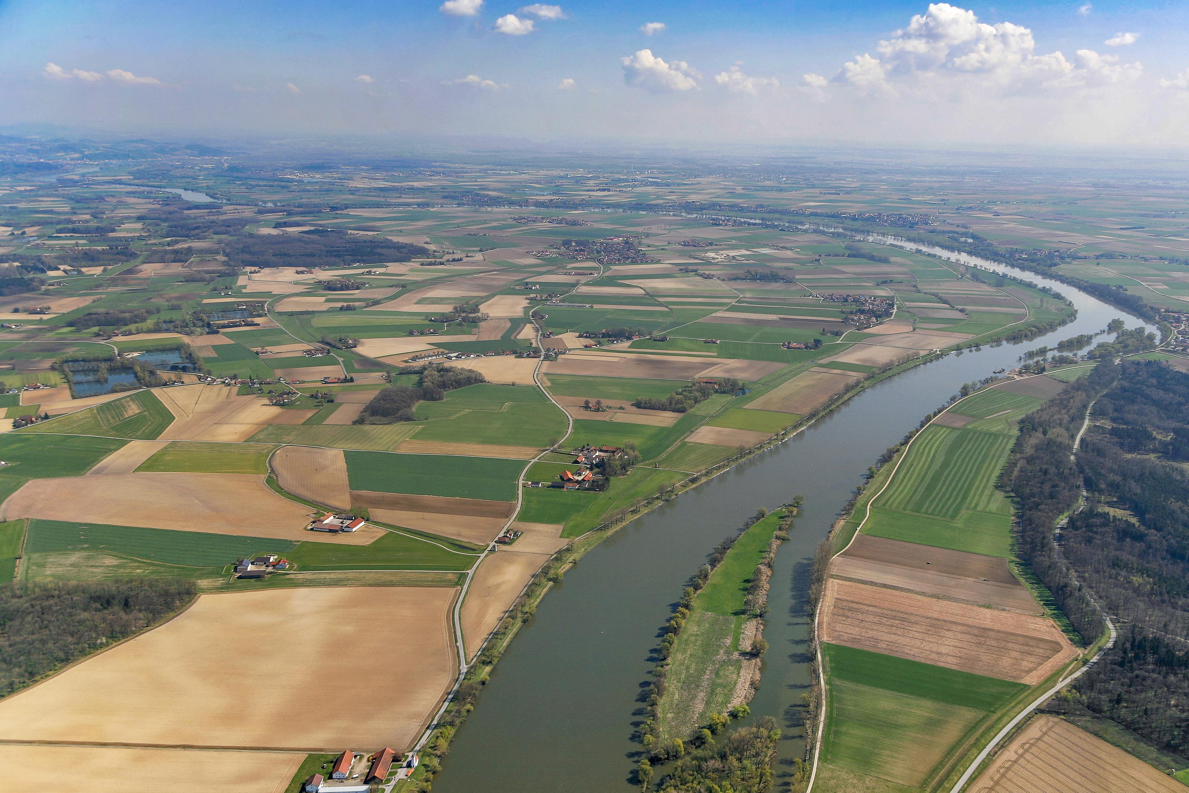 Luftbild vom Gelände des geplanten Donaupolder Sulzbach