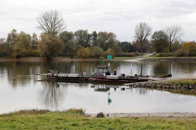 Bild der Donaufähre bei Mariaposching November2012 © Foto-Neuhofer